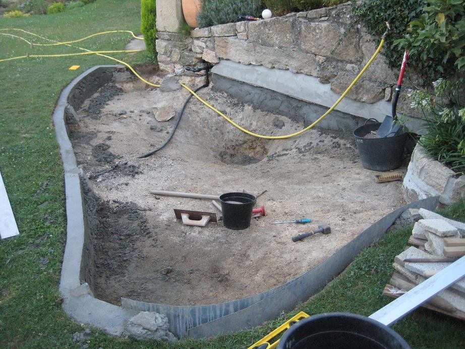 Construcci n de un estanque de cemento for Estanque de concreto